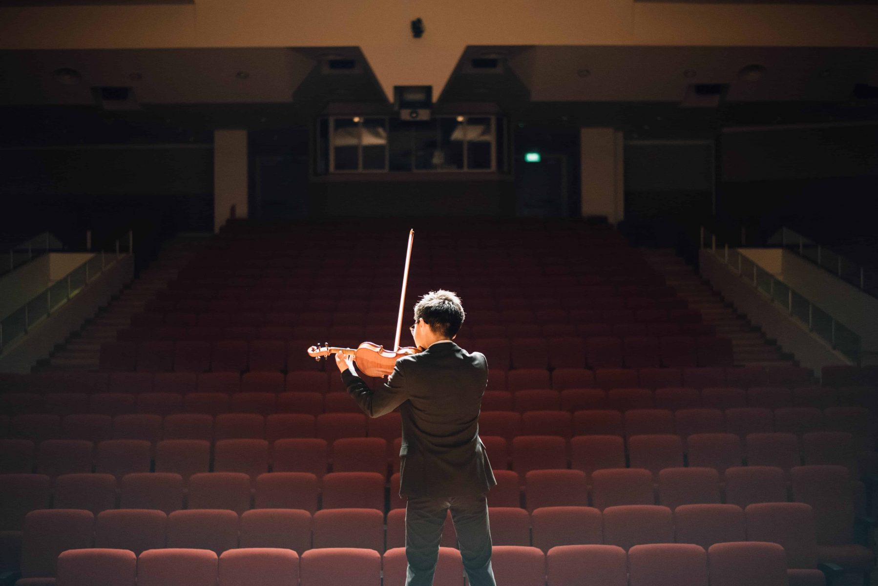 creative-hobby-boy-playing-the-violin